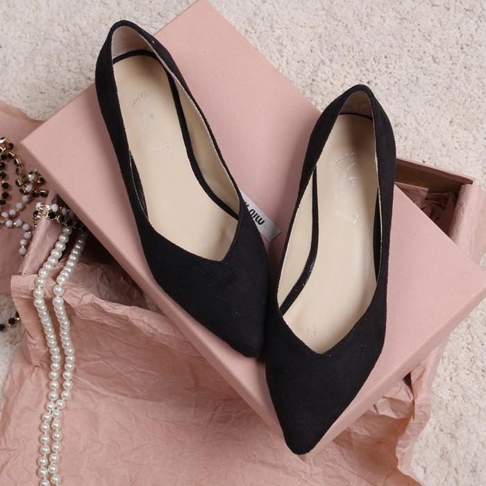 10 Basic Wardrobe Essentials Every Woman Should Own Fashionghana
