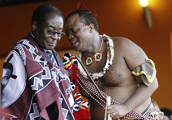 Zimbabwe's President Robert Mugabe (L) chats with King Mswati III during the annual Reed Dance at Ludzidzini, the royal palace in Swaziland August 30, 2010. During the eight day ceremony, virgin girls cut reeds and present them to the queen mother. The Reed Dance also allows King Mswati III to choose a wife if he wishes. Mswati currently has 13 wives.  REUTERS/Siphiwe Sibeko (SWAZILAND - Tags: SOCIETY)
